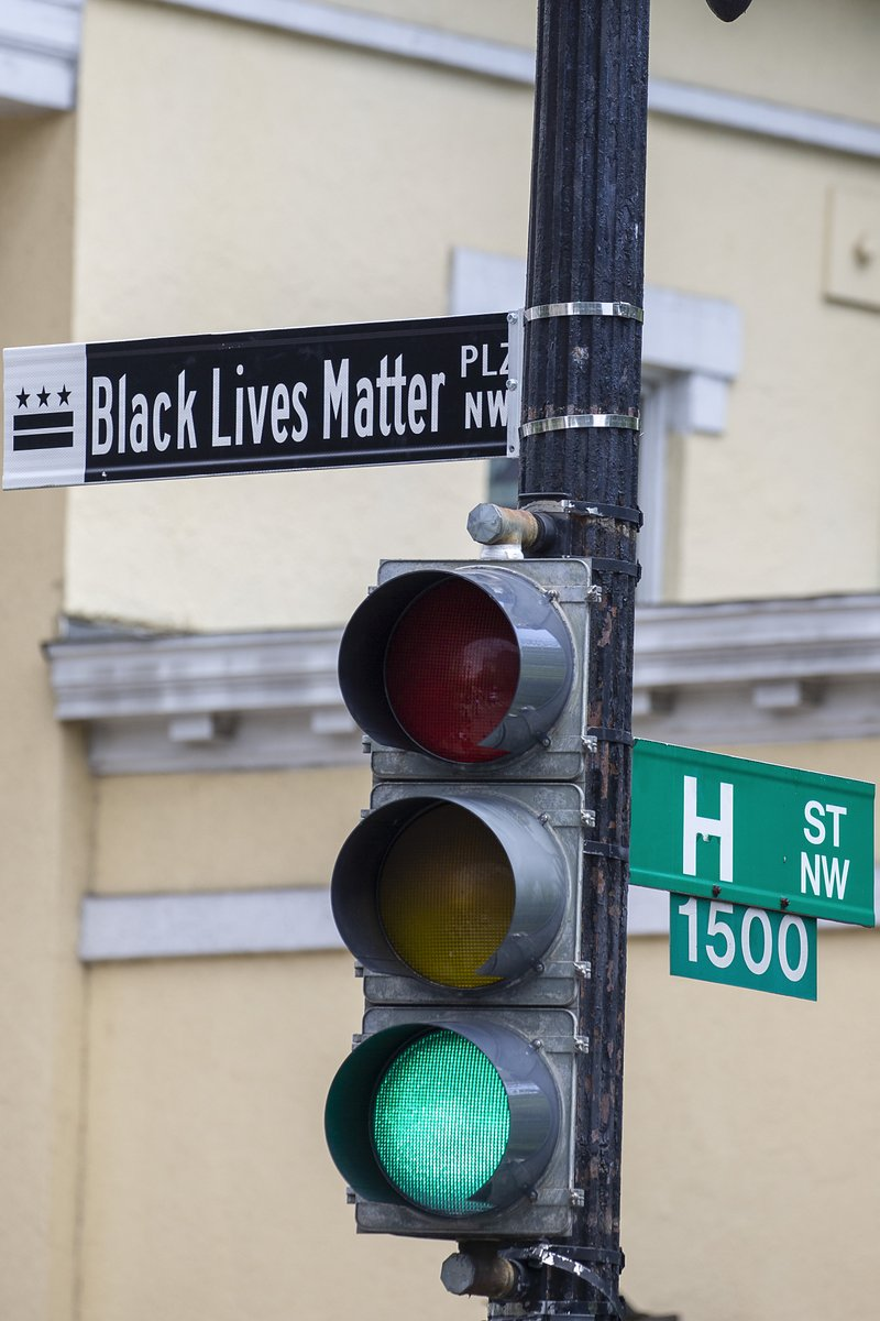 """The section of 16th street in front of the White House is now officially 'Black Lives Matter Plaza,'"" D.C. Mayor Muriel Bowser tweeted. A sign was put up to mark the change.  📷 Getty https://t.co/Vtz4gpCaYp"