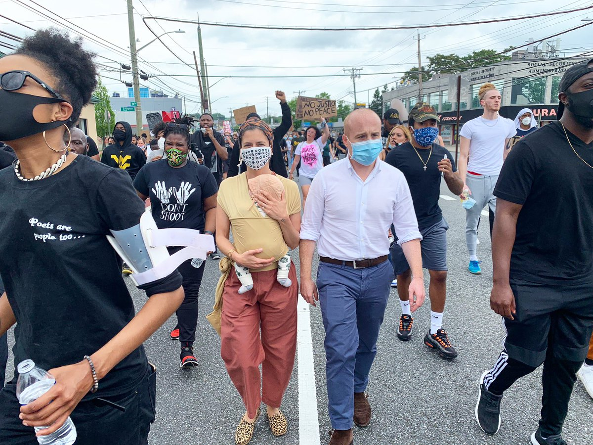 """RT MaxRose4NY """"Staten Island's youth are leading an incredibly powerful, peaceful movement for justice in honor of George Floyd, Breonna Taylor, and so many Black lives that have been lost due to senseless acts of violence.  Leigh, Miles and I were p… pic.twitter.com/10JfKceaZZ"""""""