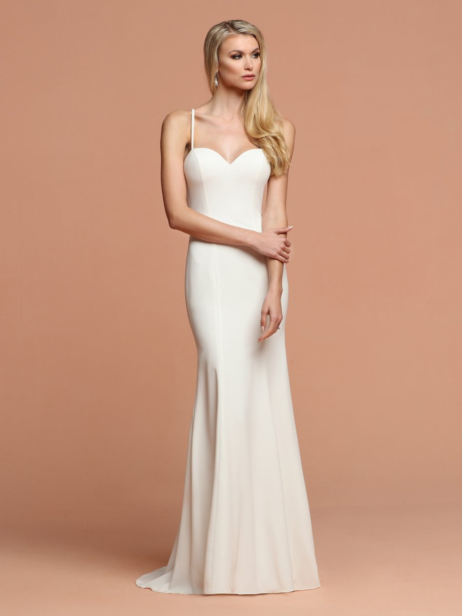Get into this sleek look! This gown is all about the elegance.  It is perfect for a destination/beach wedding or even a reception dress.  https://davincibridal.com/style/F105 pic.twitter.com/DU2U4QUC7s