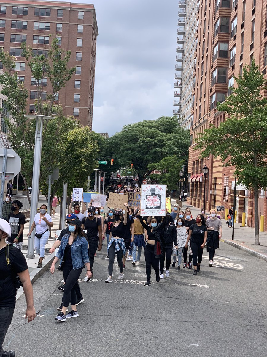Hoboken cut off the ENTIRE 3rd from uptown to downtown #BlackLivesMatter #HobokenProtestpic.twitter.com/ffio1mDjwC