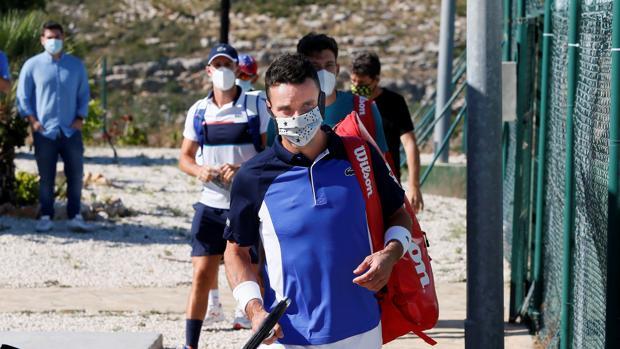 Así es el nuevo tenis: mascarillas, distancia de seguridad y tres recogepelotas - https://elportal24.com/2020/06/asi-es-el-nuevo-tenis-mascarillas-distancia-de-seguridad-y-tres-recogepelotas/…pic.twitter.com/C6I5tnsMKM
