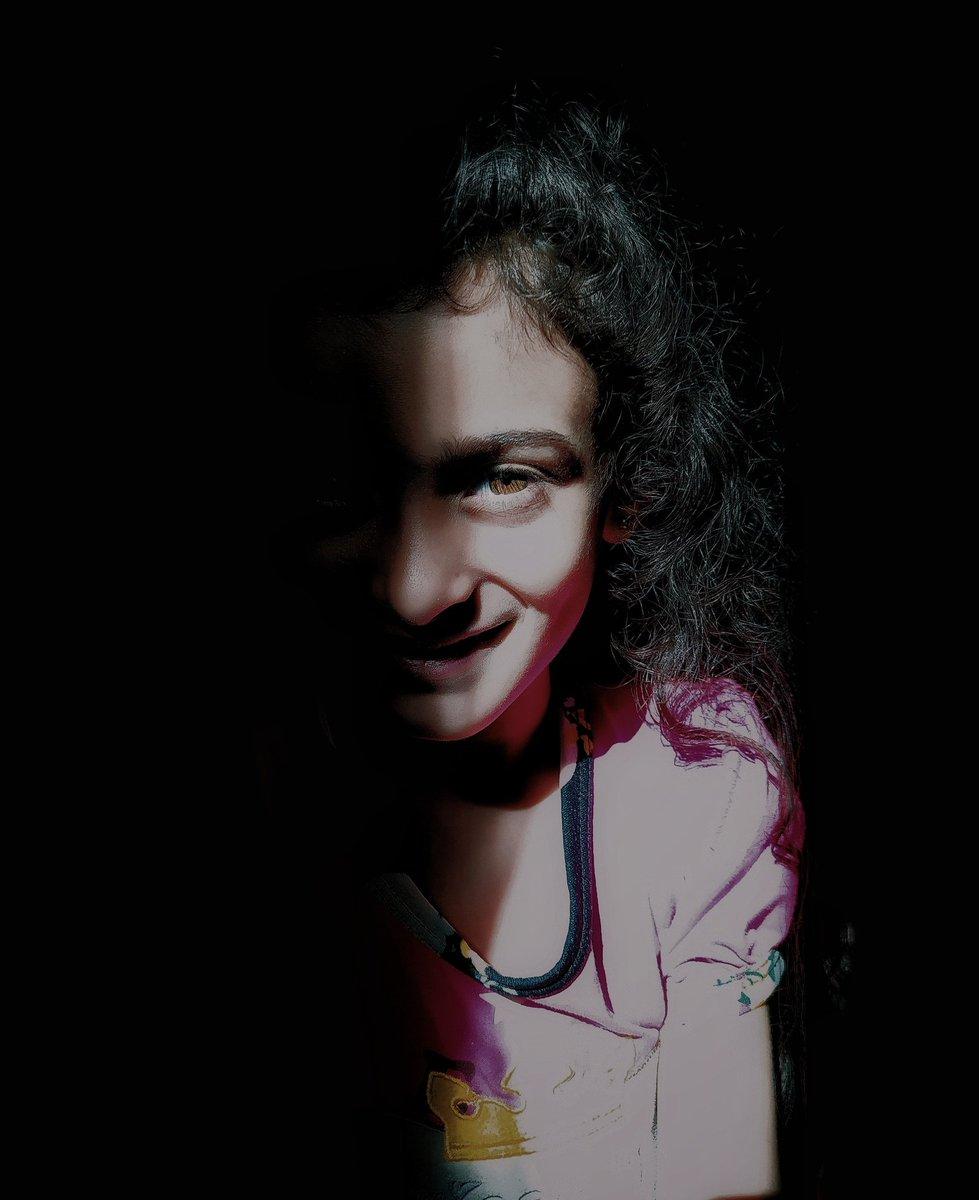 self portrait.   ig, https://www.instagram.com/_booda_20/  #mobilephotography #portrait pic.twitter.com/C1JEfsQBN1