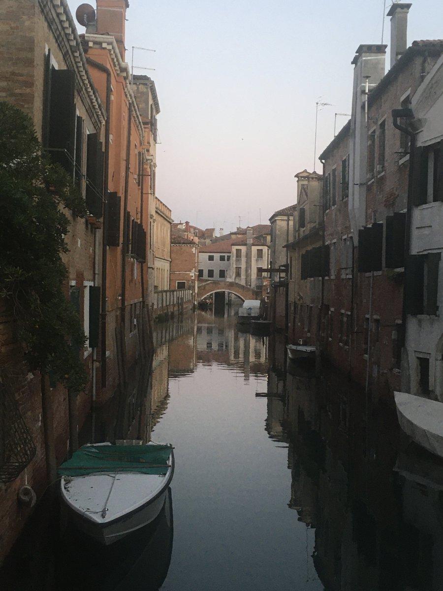 Good evening #Venice pic.twitter.com/xcFSrEa179