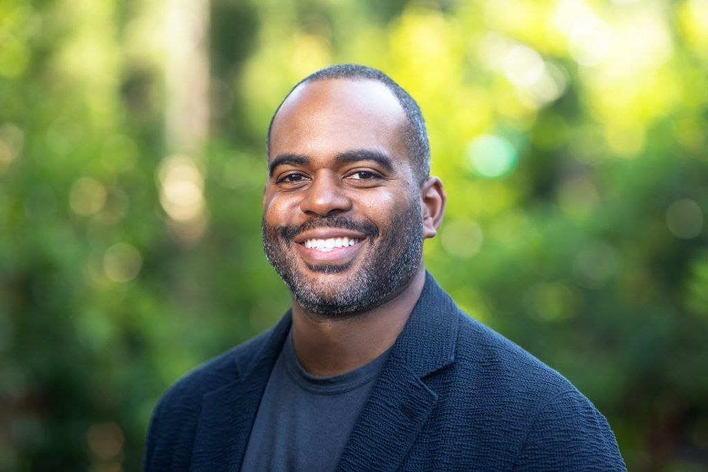 """""""Zoom Hires Damien Hooper-Campbell as Chief Diversity Officer""""  https://t.co/4YOULpATyI https://t.co/AJUt9RGcTH"""