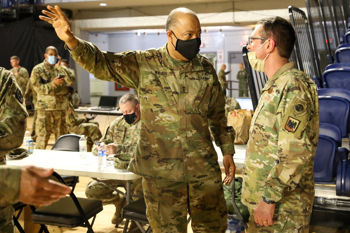 Maj. Gen. William J. Walker welcomed General Joseph L. Lengyel, @ChiefNGB, to the D.C. Armory. Gen. Lengyel thanked the soldiers & airmen who are assisting civil authorities protect life and property while balancing the right to peacefully protest. #DCStrong