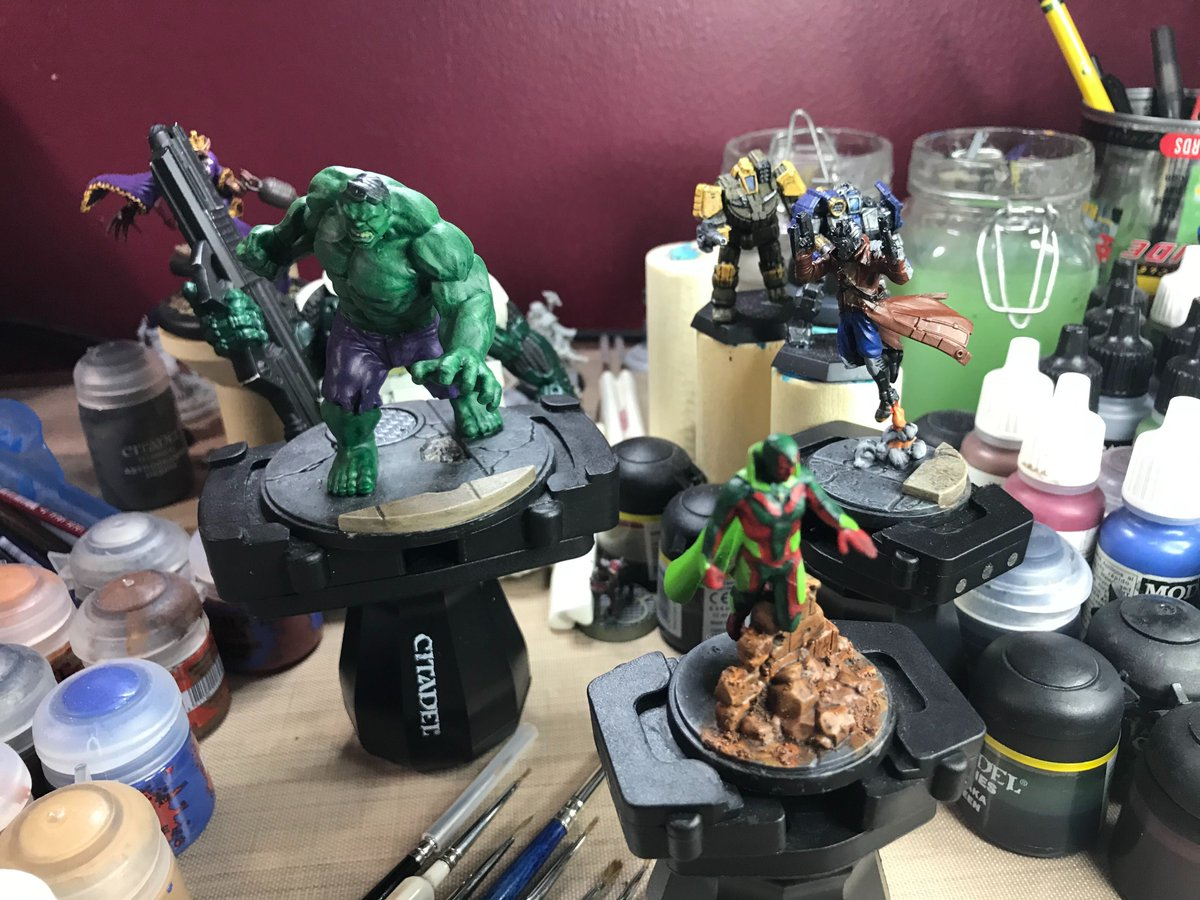 #hobbystreak day 914:  More MCP touch ups.  Vision got some yellow and a little bit of red hightlights.  Hulk got some black hair, touch-ups and wash on teeth, purple wash on his pants, and a light wash of green all over to break up the splotchiness from the drybrush. pic.twitter.com/K5ocGlFa0S