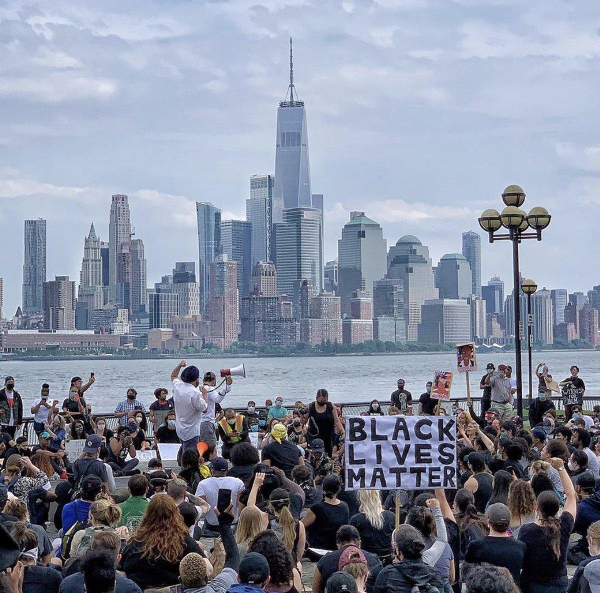 Hoboken Protests 🖤 https://t.co/maXaDpKf5Y