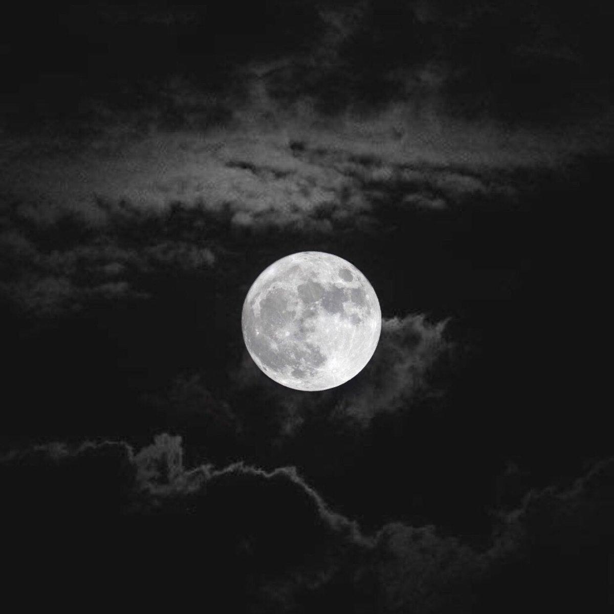 "Replying to @ih2mza: ""أنا من هؤلاء الذينَ ينتمون إلى الليل والقمر والبَحر"""