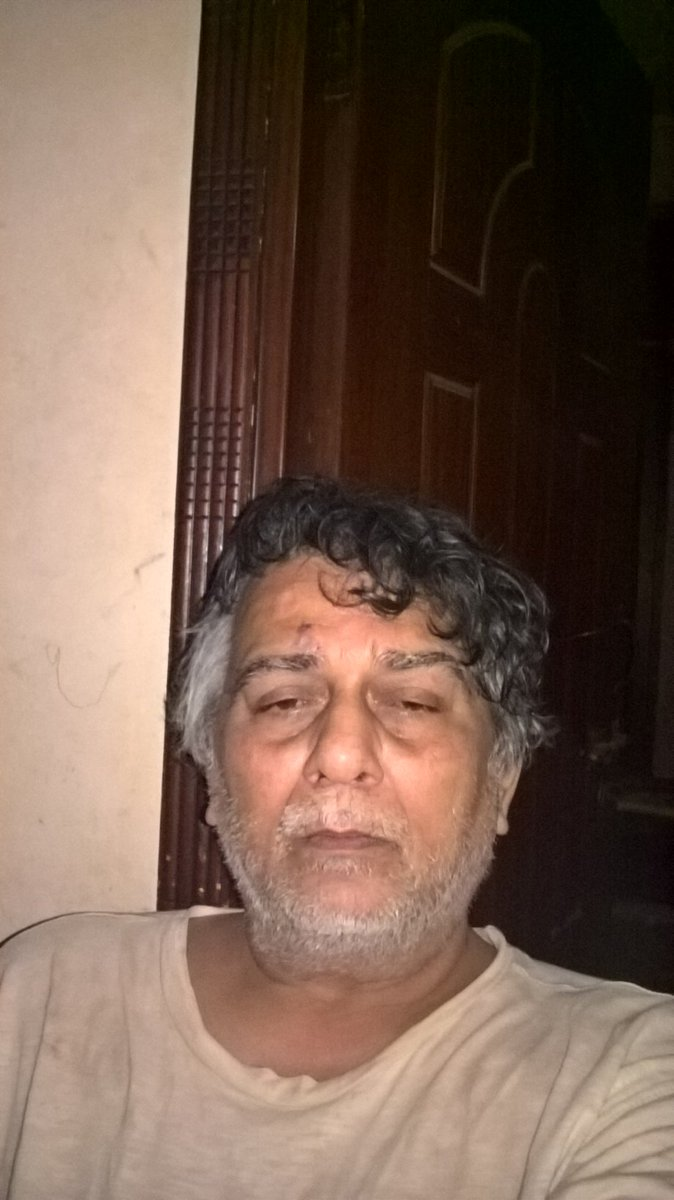 THOUGH THERE IS ONE..BUT..NEVER IN MY LIFE I HAVE USED SERVICES OF BEAUTY PARLOR..NOT EVEN VISITED..ONLY BARBER SHOP FOR HAIRCUT...HAD A BATH AND ENJOYING TEA..USED CAM INSTEAD OF pic.twitter.com/QoZtwEw8um
