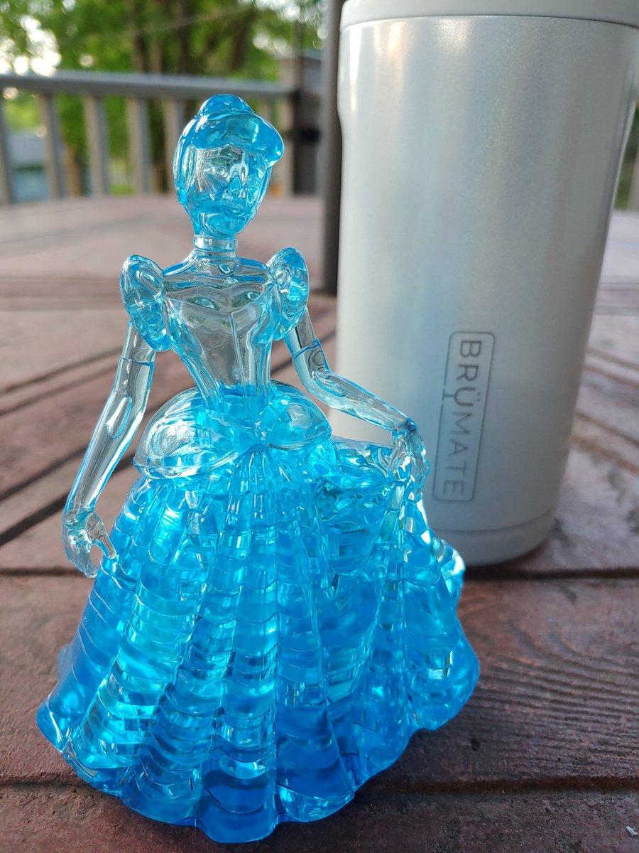 #Cinderella knows that #Brümate is better than glass, that's why she doesn't care she left the glass behind. #GlitterWhiteTrio Here's a 15% off coupon for your first order at BrüMate. To accept, use my referral link: http://i.refs.cc/eCNeqwjo?smile_ref=eyJzbWlsZV9zb3VyY2UiOiJzbWlsZV91aSIsInNtaWxlX21lZGl1bSI6IiIsInNtaWxlX2NhbXBhaWduIjoicmVmZXJyYWxfcHJvZ3JhbSIsInNtaWxlX2N1c3RvbWVyX2lkIjoyMDYxMTMxNTZ9…pic.twitter.com/igcZK7p2ng