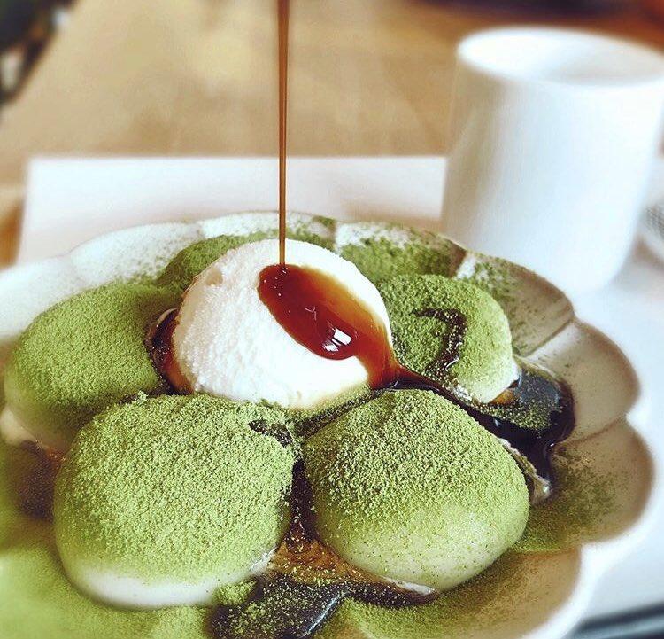 三重県伊勢市駅近くにあるお店「木下茶園」の、注文してから茹でるもっちもちの大きめの白玉に抹茶・抹茶豆乳・バニラのアイスから一つ選んでのせる「きな粉白玉クリーム」✨