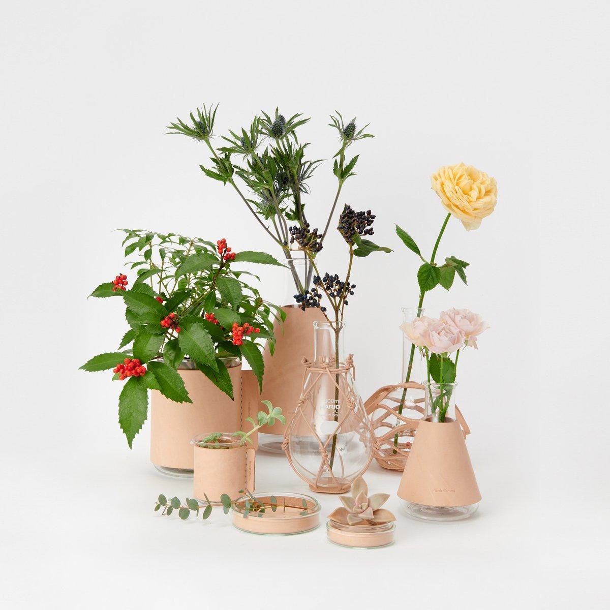 「エンダースキーマ」から、フラスコやシャーレなどの実験器具を使った花瓶が初登場。6月13日から順次販売へ。