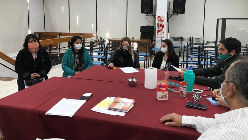 Concejales y concejalas del Honorable Concejo Deliberante de Rivadavia - Mendoza recibieron a dos equipos del #VoluntariadoLegislativo para analizar los proyectos de Ordenanzas referidos a #Residuos #PET ♻️ y a #Cáncer #Cervicouterino ♀️  🙌🏼 ¡Avanzamos! 😷 https://t.co/RXpdtqc3eg