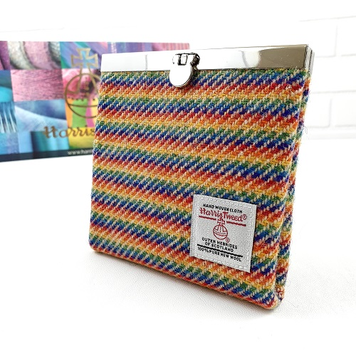 Oooh - love this! What splendid colours for the Summer too! by @HareBoathouse  https://thebritishcrafthouse.co.uk/product/rainbow-harris-tweed-wallet-purse/… #tbch #handmade pic.twitter.com/YNukWeD9cd