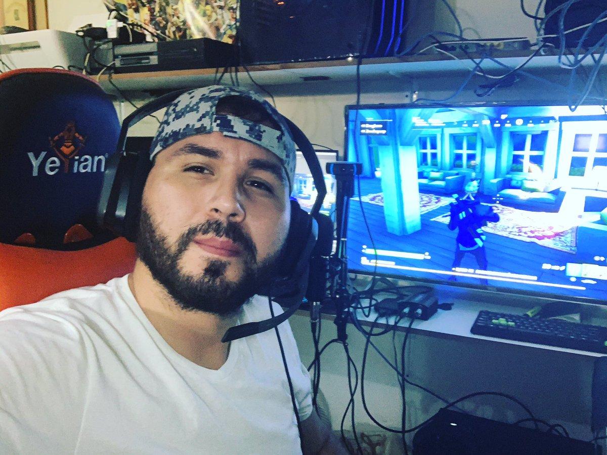 Hi  Ya estamos en vivo  Lest'Go #mixer #streamer #fortnite #fortnitebattleroyale #viernes #xboxone #followers @WatchMixerLATAMpic.twitter.com/dJG0gSa87C