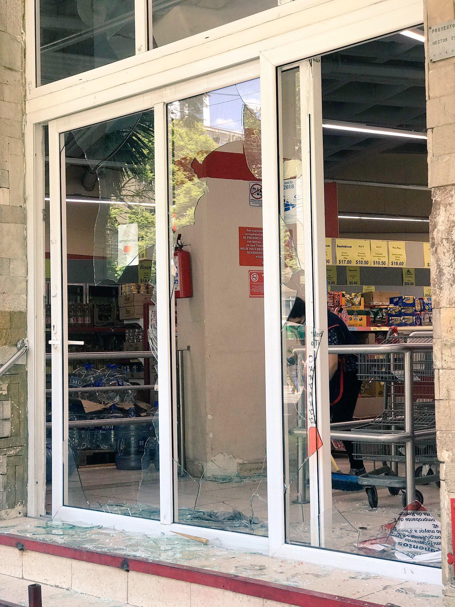 Manifestación en la CDMX acaba en riñas y destrozos