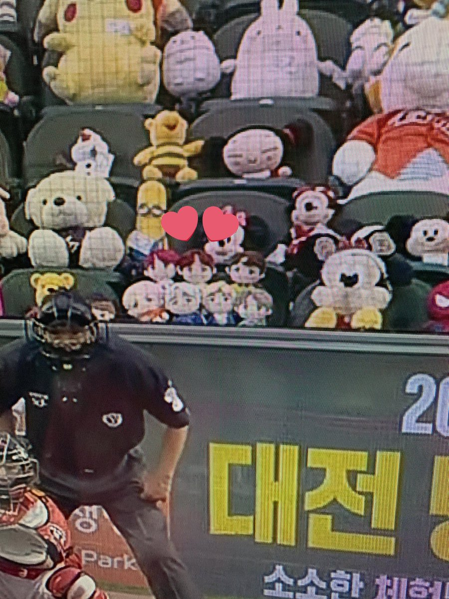 """So my kids have been watching a lot KBO baseball lately and guess who he spotted in the """"audience"""" 😂 @BTS_twt"""