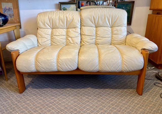 "Teak/Leather Loveseat by Ekornes 1970's $699 each (2 available) L5' D33"" H33""#midcenturymodern #midcentury #interiordesign #vintage #mcm #s #design #homedecor #midcenturydesign #interior #architecture #vintagefurniture #midcenturyhome #midmod #furniture #modernism #art #interiorspic.twitter.com/K3ZV0jPwKK"