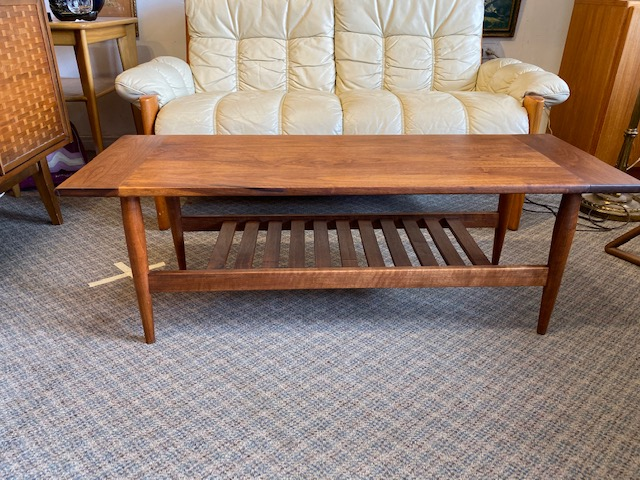 """Teak Coffee Table $399 L47"""" W17"""" #midcenturymodern #midcentury #interiordesign #vintage #mcm #s #design #midcenturyfurniture #retro #homedecor #architecture #vintagefurniture #midcenturyhome #midmod #furniture #modernism #art #interiorspic.twitter.com/Cw3yN7bZlo"""
