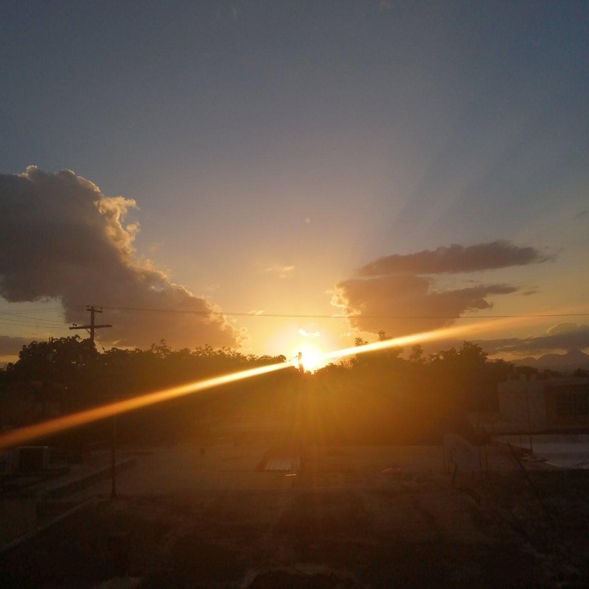 Hoy el cielo se veía hermoso... Igual que tú. @official_ACE7
