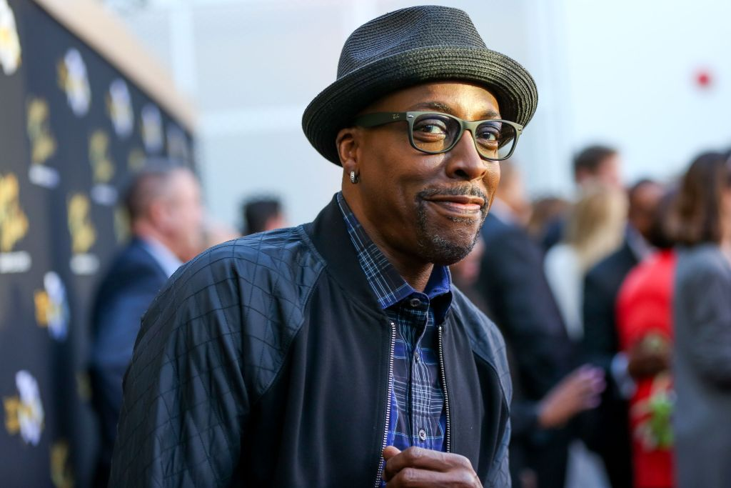 Arsenio Hall Looks Back On Hosting A Talkshow During 1992's LA Riots, Details Run-Ins With Police & Donald Trump dlvr.it/RY4qSR
