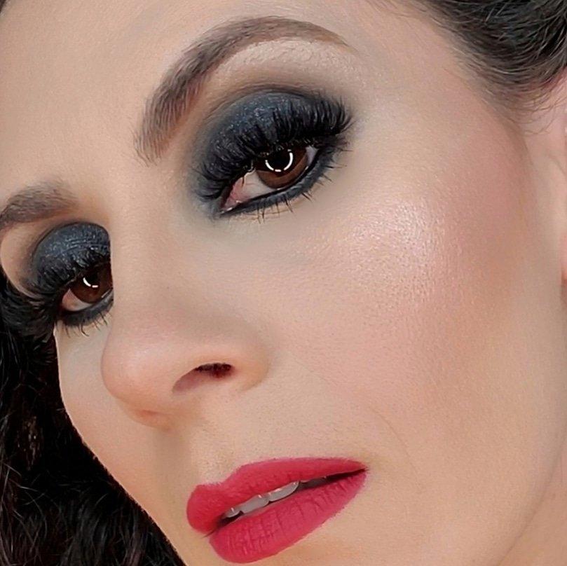 @MACcosmetics @Smashbox @ABHcosmetics #goodnight #FridayFeeling #FridayVibes #night #makeup #face #NightPhotography #FridayVibes #weekend #influenster #contest #complimentary #eyes  #Miami #Espana #Europe #lipstickpic.twitter.com/RyK6kdLSTh