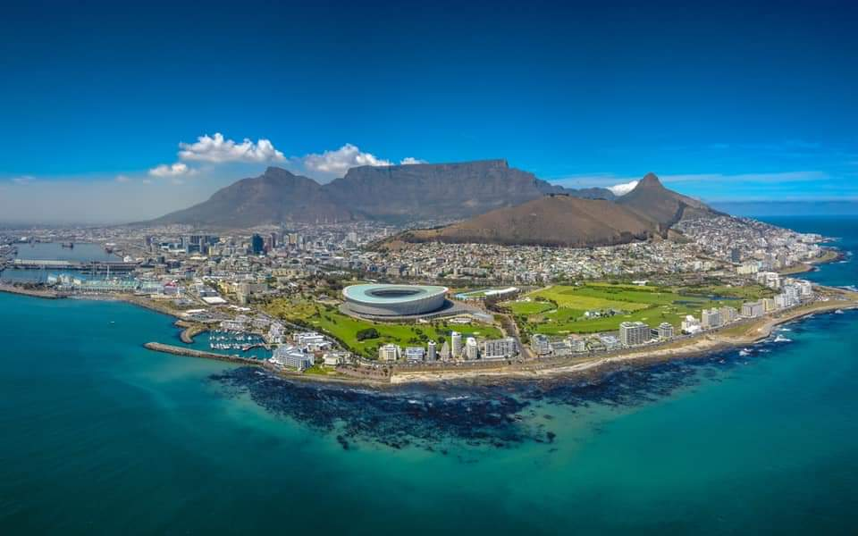 RT @Chrisvb700: Drone shot of Cape Town, #SouthAfrica 📷 Morne Venter 🇿🇦 https://t.co/5ffdGgGtyi