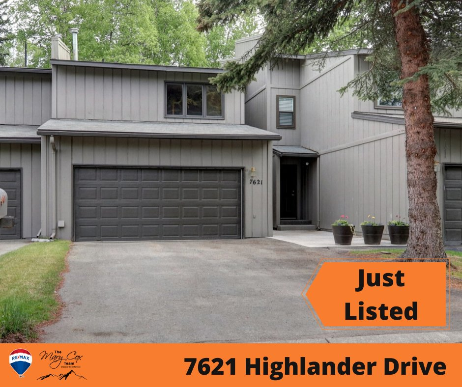 Mary Cox On Twitter Centrally Located Town Home 2 Bedrooms 2 5 Baths 2 Car Garage Living Room Has A Cozy Fireplace Sliding Patio Door Off The Back W A Semi Wooded Deck Area