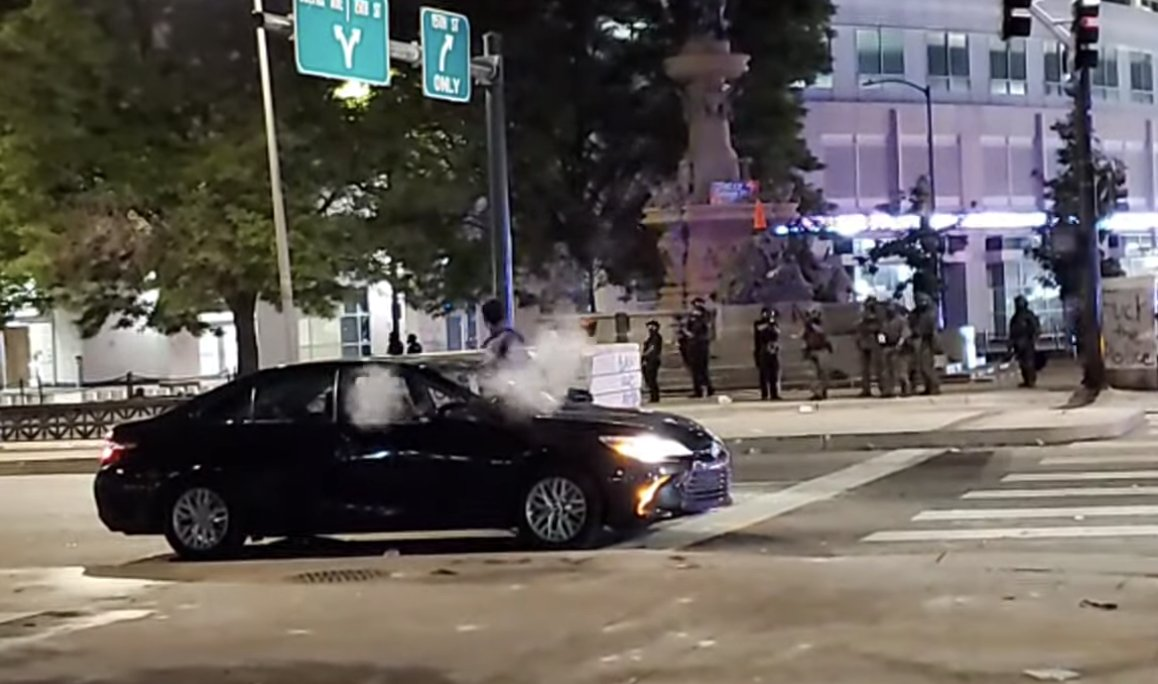 Denver police investigating officers who shot pepper balls at car stopped at red light with pregnant passenger https://t.co/CXEDGKIDx1 https://t.co/lADwn2HFrW