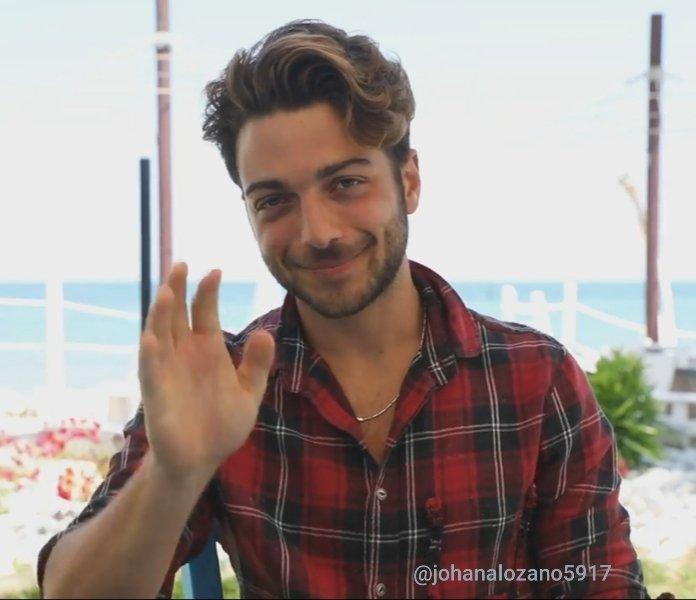 La sonrisa más bella y dulce del mundo Bello Príncipe 😍👑💕🥰❤ #gianginoble11 #gianlucaginoble #ggmessage #AbruzzoPrince #ilvolo #ilvolomusic  #Montepagano #rosetodegliabruzzi #Abruzzi #Italy https://t.co/6KHdiqyIiQ