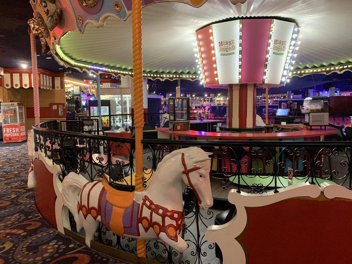 Gotta open the Horse a Round bar, @CircusVegas! 🤡 #Vegas https://t.co/QM3NxcW5Zy