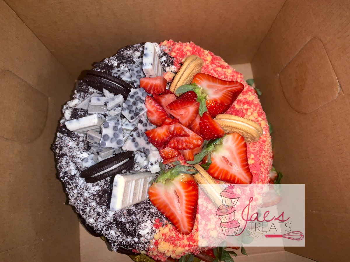 Half and half cake cookies n creme meets strawberry shortcake  FB : Jae Treats IG : Jae Treats  Miami based best contact 772-634-3109 pic.twitter.com/zZwmJen0lK