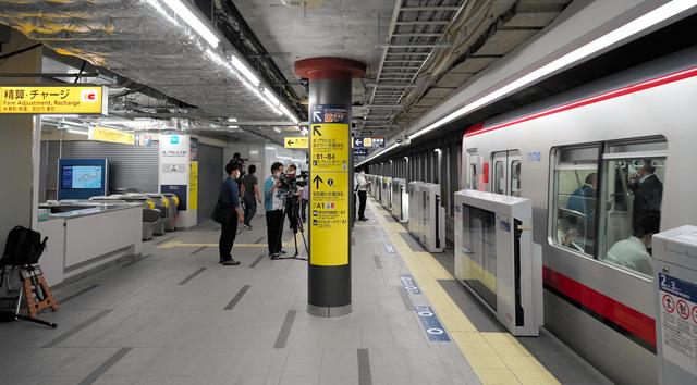 3000RT:【きょう6日】東京メトロ・日比谷線の新駅「虎ノ門ヒルズ」開業霞ケ関駅と神谷町駅の間にあり、トンネルの壁を撤去してホームが造られた。日比谷線に新駅ができるのは、56年ぶり。
