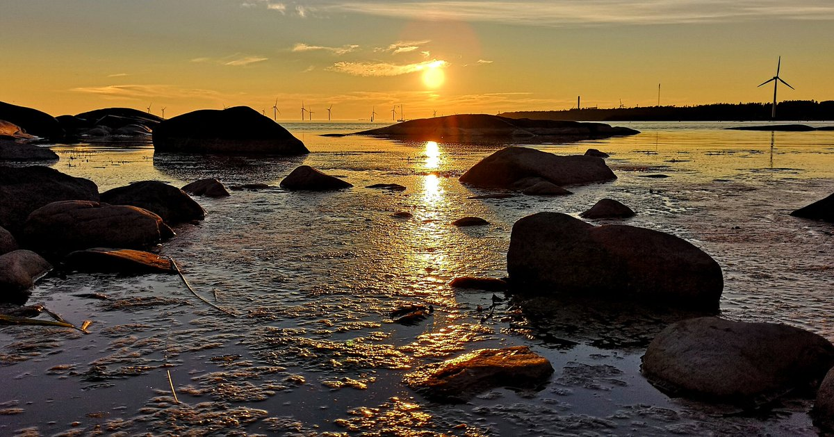 Have a lovely day #Finland #Suomi #photography #travel #StormHour #nature #sunset #photograph #photo #weather #WeekendVibes #SaturdayMotivation #weatherpic.twitter.com/hrSTOSdMlG