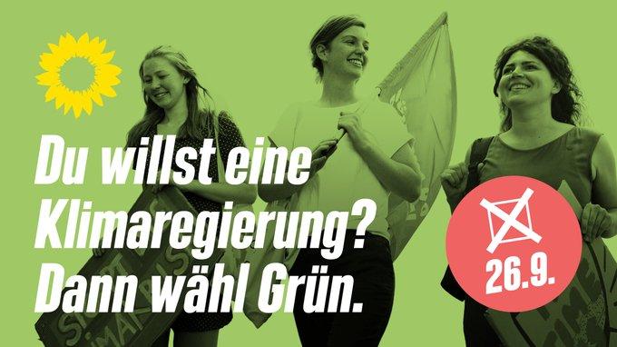 Ein grün eingefärbtes Foto von drei jungen Frauen, von denen eine eine Fahne in der Hand hält. Darauf der Text: Du willst eine Klimaregierung? Dann wähl Grün. Und ein lachsfarbener Störer, der ein Wahlkreuz und darunter das Datum der Bundestagswahl, 26.9., enthält.