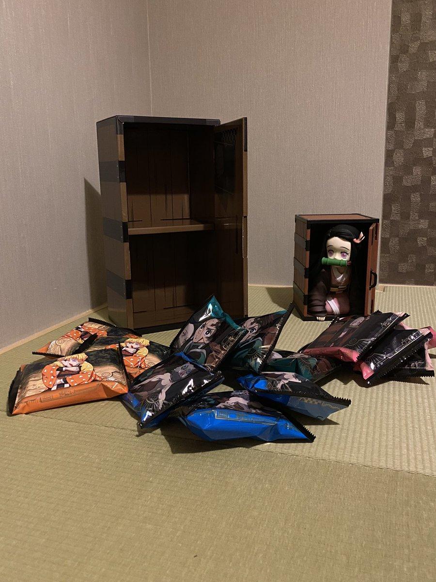 コミックが全巻収納できる!USJと鬼滅の刃コラボの木箱型コーンスナックが便利!