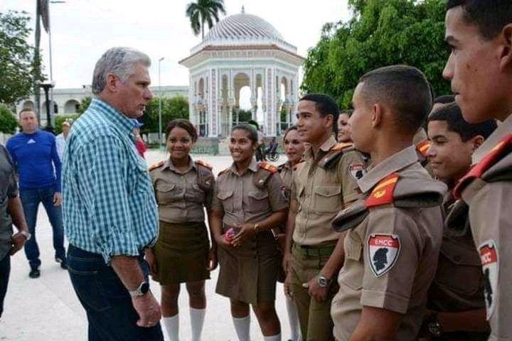 Destaca Presidente de Cuba aniversario 55 de las Escuelas Militares Camilo Cienfuegos (+ Foto)