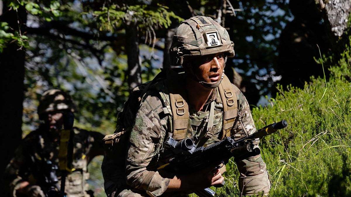 Mountain training in Slovenia... 🗡️🗻 #RoyalMarines of @45Commando have been in Slovenia working on mountain warfare tactics among the stunning scenery alongside @Slovenskavojska and US @NationalGuard allies. 🇸🇮🇺🇸 #WeAreNato Read more: ow.ly/78b350Gffa2