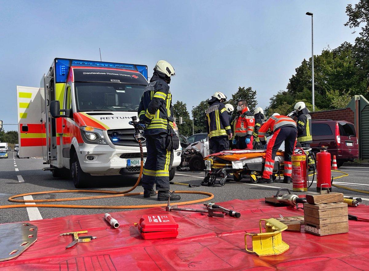 test Twitter Media - Feuerwehr befreit Fahrzeugführer nach Verkehrsunfall aus PKW https://t.co/RB2PIHkHd0 https://t.co/hRxhHoecTW