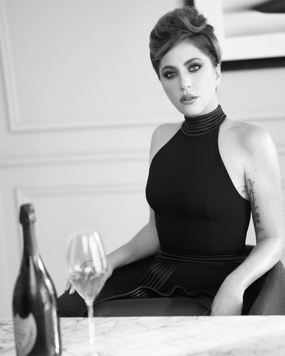 RT @RDTLadyGaga: Nova foto de Lady Gaga publicada pela Dom Pérignon no Instagram. https://t.co/w1YtMmKPxW