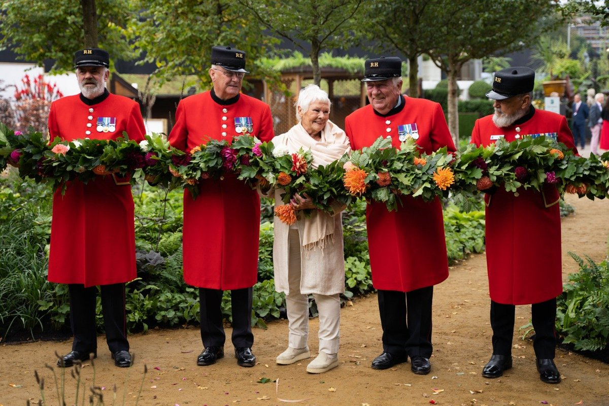 🌳Dame Judi Dench, QGC Ambassador, unveiled The @QGCanopy Garden yesterday at #RHSChelsea. 🌱Created in partnership between @The_RHS and @QGCanopy the garden was designed to promote the special tree planting initiative that will mark The Queen's Platinum Jubilee in 2022!