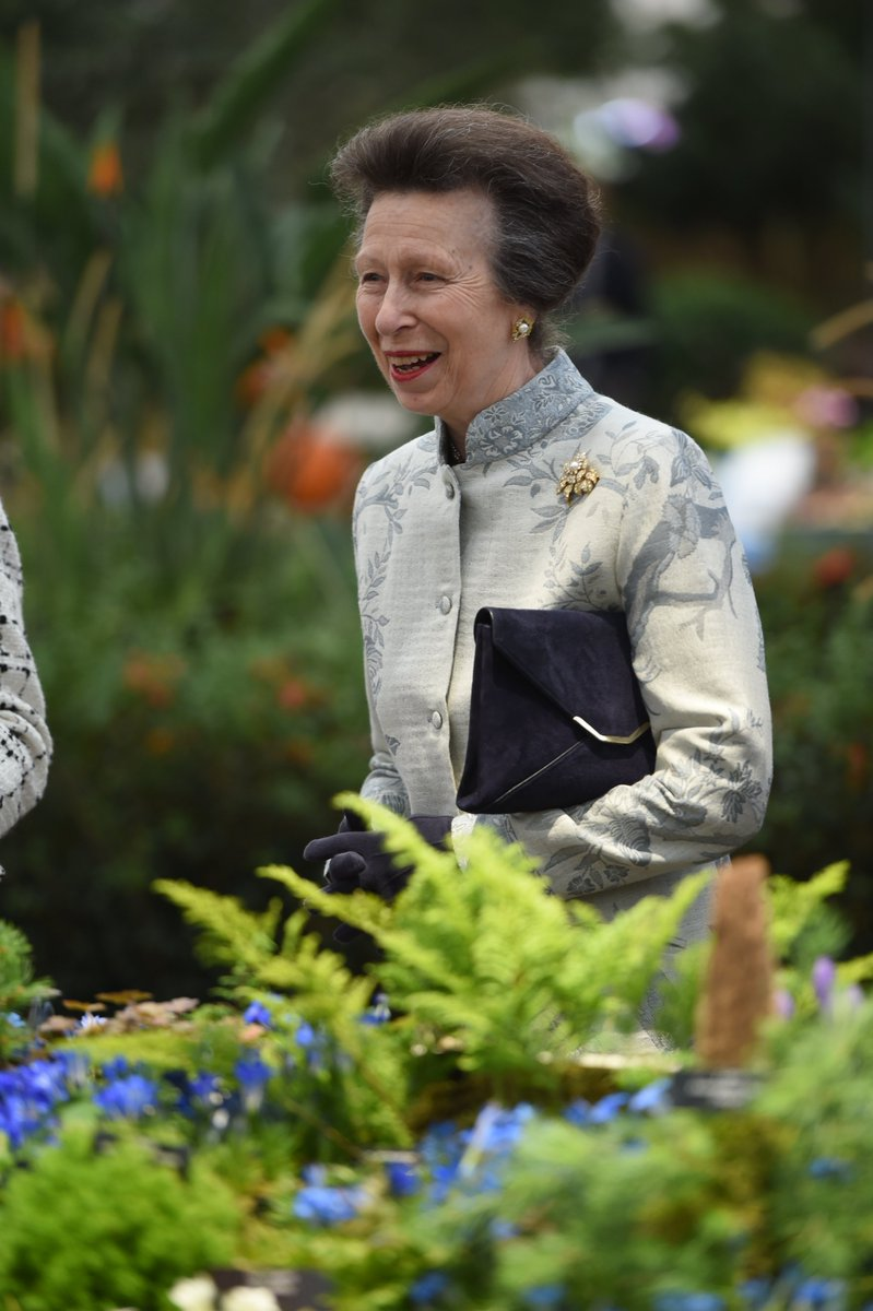Members of the Royal Family enjoyed visiting The @QGCanopy garden yesterday during their visit to Chelsea Flower Show. 📸 The Earl and Countess of Wessex, The Princess Royal, and The Duchess of Gloucester are pictured at the Show.