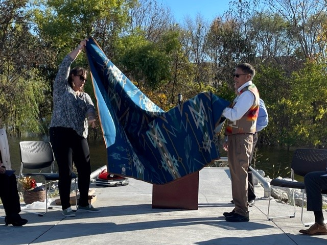 Congrats to @PapioNRD on the opening of Big Elk Lake! Thanks to Dr. Rudi Mitchell & Glenna Mitchell Slater, decedents of Chief Big Elk who recently worked to translate the Omaha Chief's speech to his people – now available next to his portrait & online.  https://t.co/Bci7fMNOLb