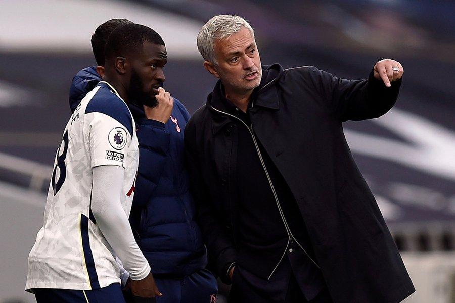 Manchester United, önümüzdeki yaz transfer döneminde Paul Pogba'nın yerine Tottenham forması giyen Tanguy Ndombele'yi transfer etmek istiyor. (Daily Express)
