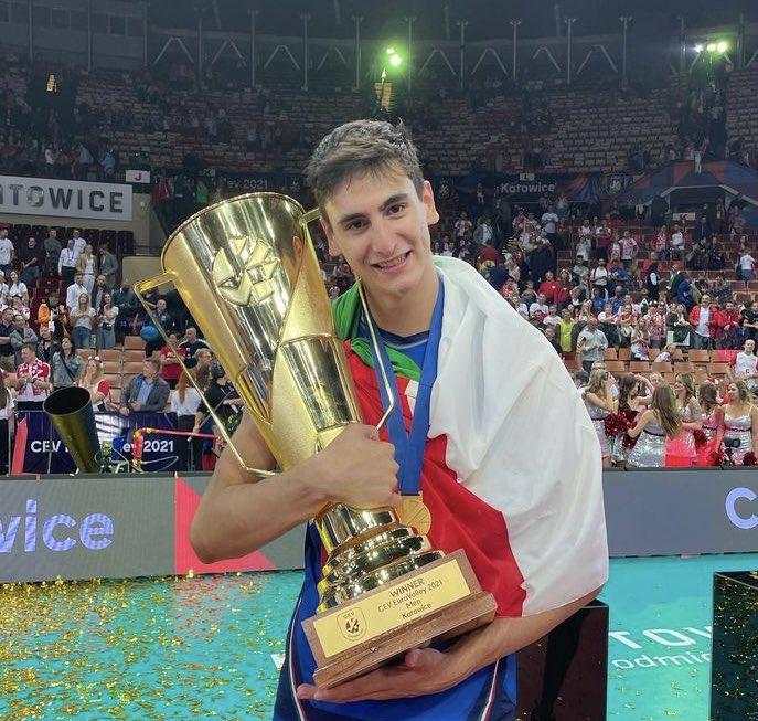 Bu sezon Milletler Ligi, Olimpiyat Oyunları ve Avrupa Şampiyonası'nda forma giyen 2001'li smaçör Michieletto, U21 Dünya Şampiyonası'nda da yer alacak. 🇮🇹