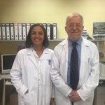 Image for the Tweet beginning: Los doctores Adolfo Sequeiros y