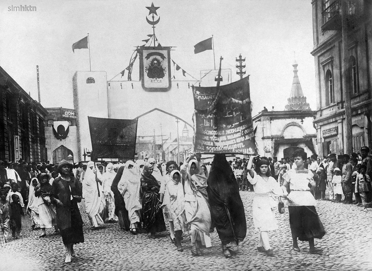 🇹🇷 #Azerbaycan Bakü Kadınların Gösterisi - 1915 civarı 🇬🇧 #Azerbaijan Baku Demonstration of women - ca. 1915