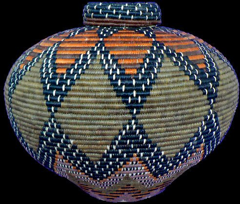 Tradition South African Zulu basket created by master basket makers such as Laurentia Ndwandwe #WomensArt
