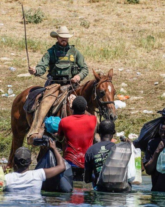 Venezuela crisis economica - Página 36 E_0ovXWVgAACoWf?format=jpg&name=small