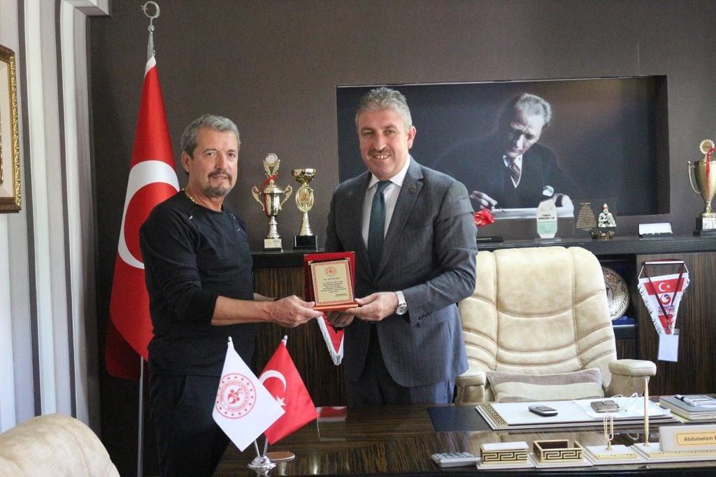 'Orda bir köy var uzakta' projesi ile Tunceli ilimize Fatih Nural Özten koordinatörlüğünde Badminton malzemesi desteğinde bulunduk. 🤗  7'den 77'ye herkes için…💖